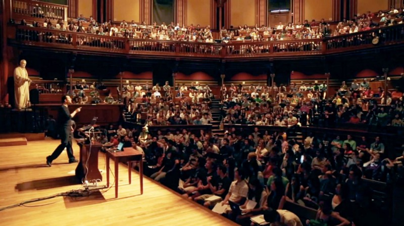 Get a front-row seat in Harvard's largest class, thanks to virtual reality