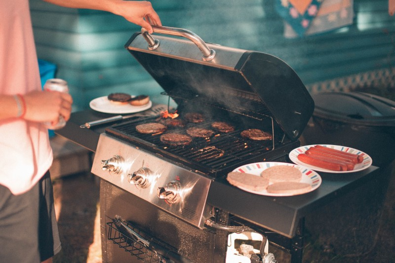 JavaScript's apply, call, and bind explained by hosting a cookout