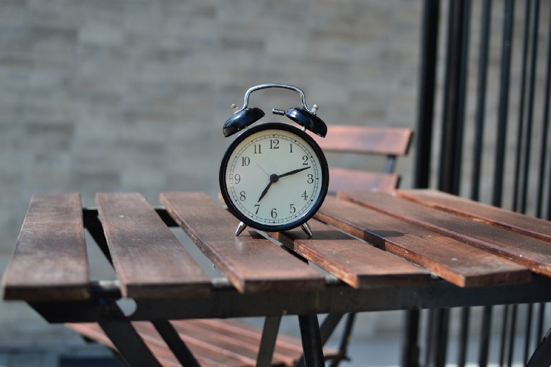 The differences between JavaScript's asynchronous API timers