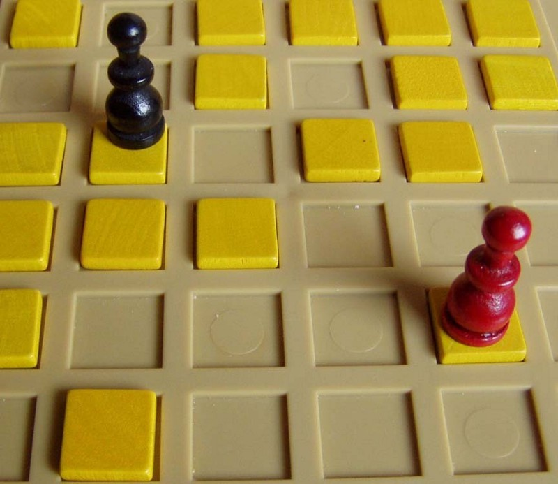 Playing Strategy Games With The Minimax Algorithm